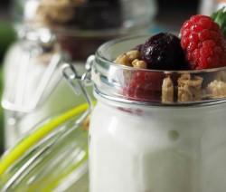 Joghurt mit Früchten mit Stevia